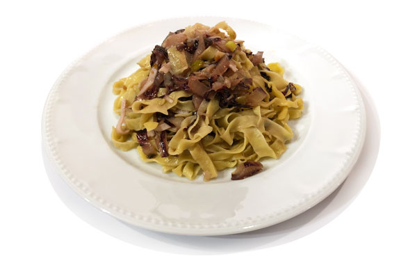 Tagliatelle with radicchio and prosciutto and I Dedicati Special Extra Virgin Olive Oil for Pasta Olitalia 1